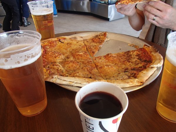 pizza and vin chaud