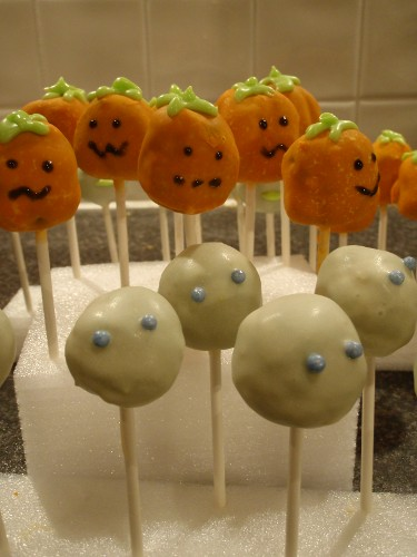 pumpkin and ghost cakepops
